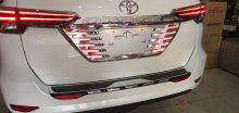 Ốp biển số có đèn xe Toyota Fortuner