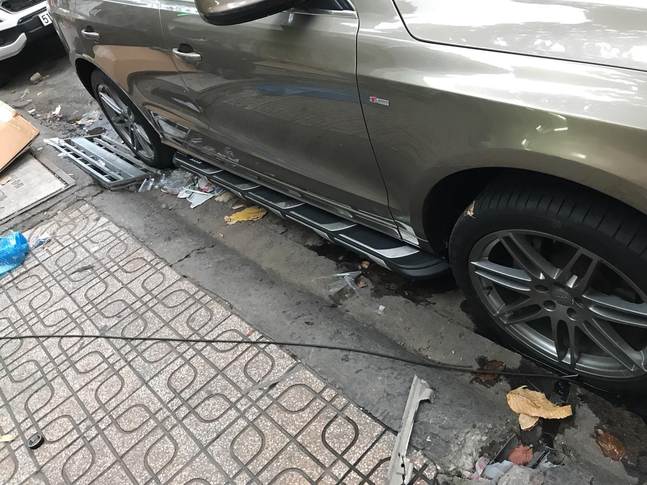 Gắn bệ bước chân lên xuống xe Audi Q5