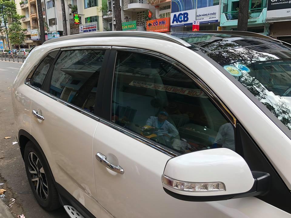 Nẹp viền cong kính xe Kia Sorento